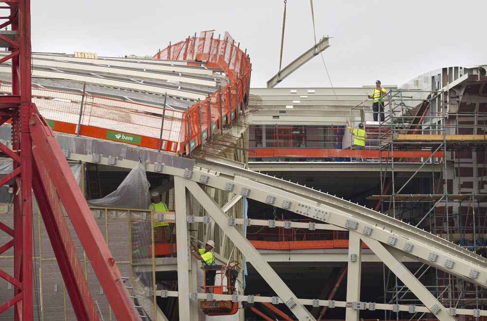 Arnhem, 270614 De ronde vormen van de nieuwe OV Terminal bij het centraal station worden zichtbaar. Foto: Sjef Prins- APA Foto vrije aanlevering