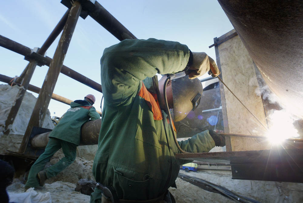 Arnhem, 091203 werkzaamheden aan stempels in bouwput van 110 x 55 meter bij station Arnhem. Tekst via renske v/d Berg - APA redactie Foto; Sjef Prins - APA Foto