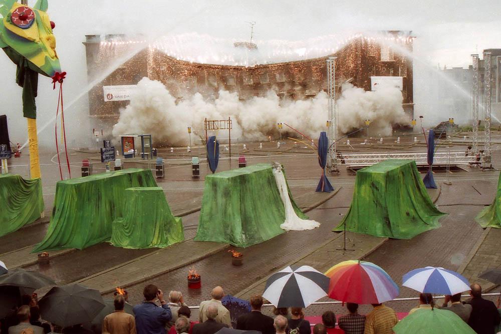 Arnhem, 050797 Opblazen gebouwen bij station. Foto: APA Foto negnr 970343